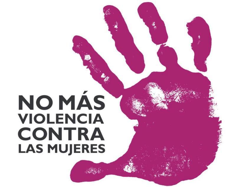 """Mano morada en posición de parar junto al texto: """"No más violencia contra las mujeres"""""""