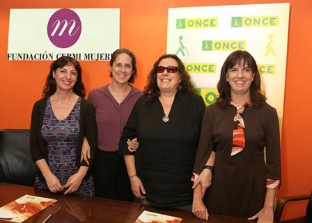Foto de grupo. La Fundación CERMI Mujeres y el CRE de la ONCE en Madrid firman un convenio para avanzar en materia de género y discapacidad