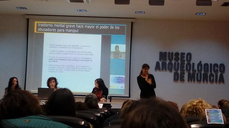 Momento de las jornadas `Caminando juntos. Mujer discapacidad y violencia´, un evento organizado por la Comisión de Mujer del CERMI Región de Murcia