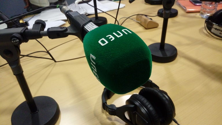 Detalle de un micrófono de la UNED