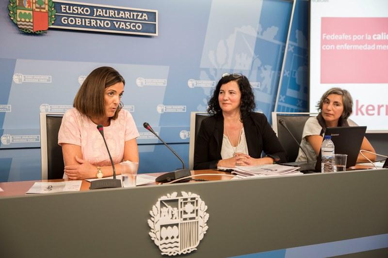 Consejera de Empleo y Políticas Sociales, Beatriz Artolozabal, Mª José Cano, gerente de Fedeafes y Alicia García, consultora de género