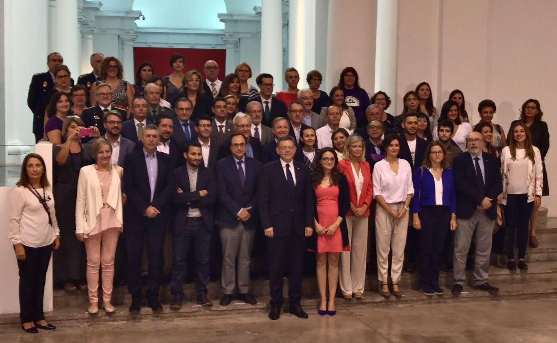 Foto de familia del Pacto Valenciano contra la violencia de género y machista