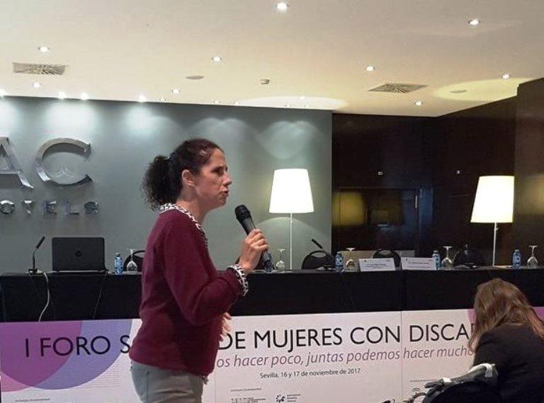 Ana Peláez, durante su intervención en el I Foro social de mujeres con discapacidad
