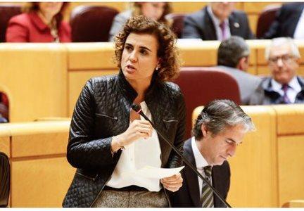 La ministra de Sanidad, Servicios Sociales e Igualdad, Dolors Montserrat, este martes en el Pleno del Senado