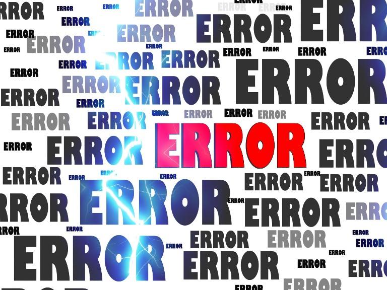 Imagen con la palabra error escrita numerosas veces