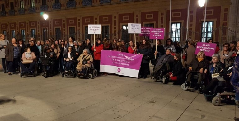 Acto de denuncia pública contra las esterilizaciones contra mujeres y niñas con discapacidad en Sevilla