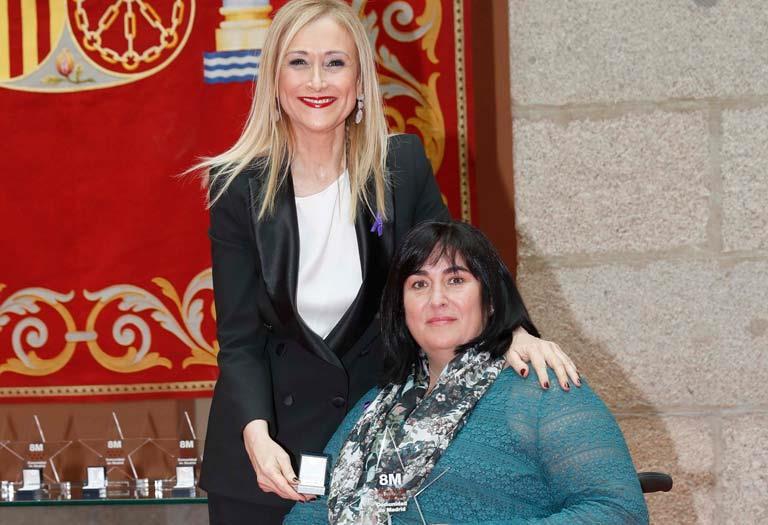 La presidenta de CERMI Madrid, Mayte gallego, recibe el reconocimiento 8 de marzo al valor social de la comunidad de Madrid