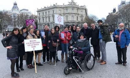 La Fundación CERMI Mujeres preparada para la manifestación del 8 de marzo