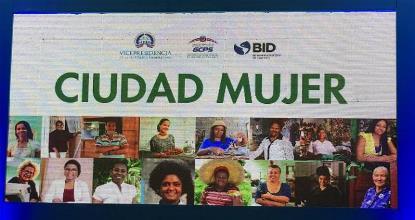 """Detalle del cartel """"Ciudad mujer"""""""