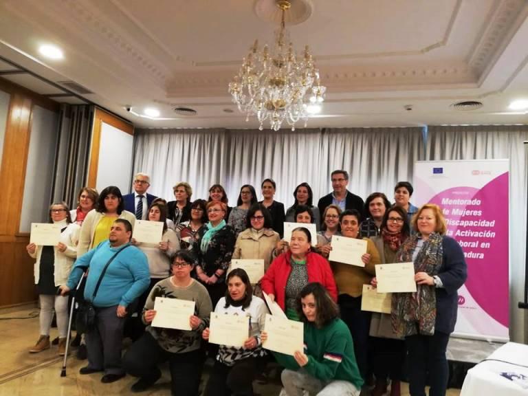 Momento del acto de cierre de Proyecto de Activación socio-laboral de mujeres con discapacidad en Extremadura y de presentación del de Mentorado de mujeres con discapacidad