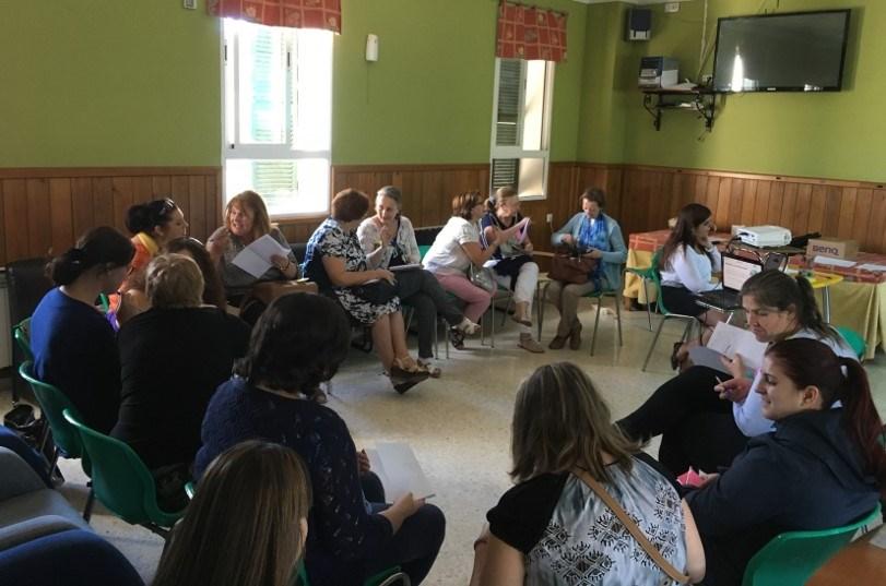 Mujeres con discapacidad asistiendo a un curso