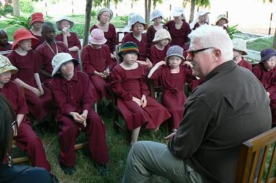 Grupo de niñas albinas