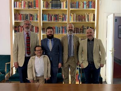 Foto de familia tras la firma del convenio del CERMI con la Escuela Diplomática de España