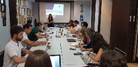 Reunión de trabajo para mostrar los avances en el desarrollo de la app 'Me respetas'