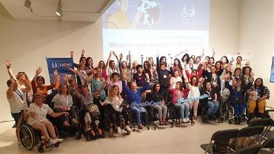 Foto de familia de las jornadas de mujeres con discapacidad de COCEMFE