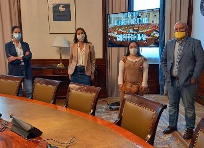 Representantes de CERMI y FCM en una imagen tras el apoyo unánime a la ilegalización de las esterilizaciones forzadas en la Comisión de Justicia del Congreso